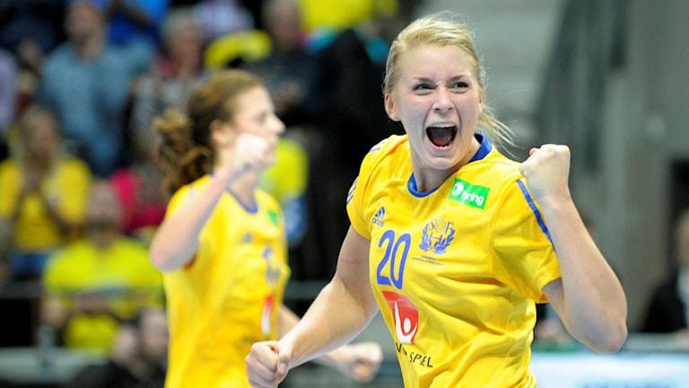 Handbollslandslagets stjärna Isabelle Gulldén jublar efter ett EM-kvalmål i Helsingborg 2013. Foto: Björn Lindgren/TT