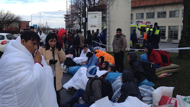 Asylsökande får sova utomhus. Foto: Jonathan Hansen/SR