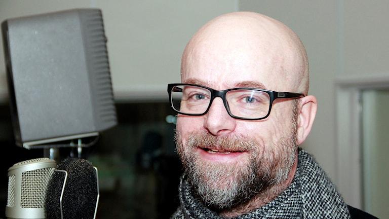 Dan NIlsson, frilansjournalist som skrivit deckaren Bevakaren som delvis utspelas i Eslöv. Foto: Hans Zillén/Sveriges Radio