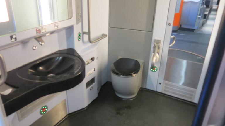 Toalett ombord på ett pågatåg. Foto: Karin Olsson-Bendix/Sveriges Radio