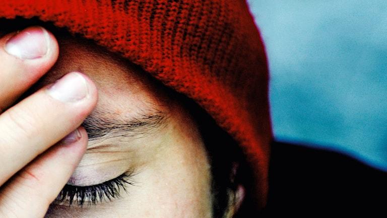Trött man i röd mössa. Foto: Martina Holmberg/TT