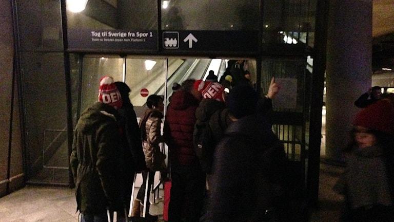 Tågresenärer på väg till id-kontrollen på Kastrup. Foto: Jonathan Hansen/Sveriges Radio