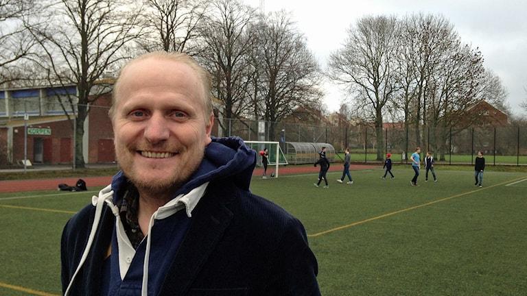 Ola Pettersson, sportchef i Malmö Korpen Idrottsförening som är med i projekt för att integrera nyanlända flyktingar. Foto: Jonathan Hansen/Sveriges Radio