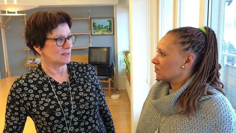 Carina Svensson, sektionsordförande för Kommunal sektion Malmö/sydväst, och  Ann-Sophie Hansson, förtroendevald. Foto: Petra Haupt/Sveriges Radio