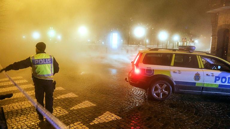 Gatan var avspärrad efter vattenläcka när buss körde på cyklist mitt i Lund. Foto: Stig-Åke Jönsson/TT