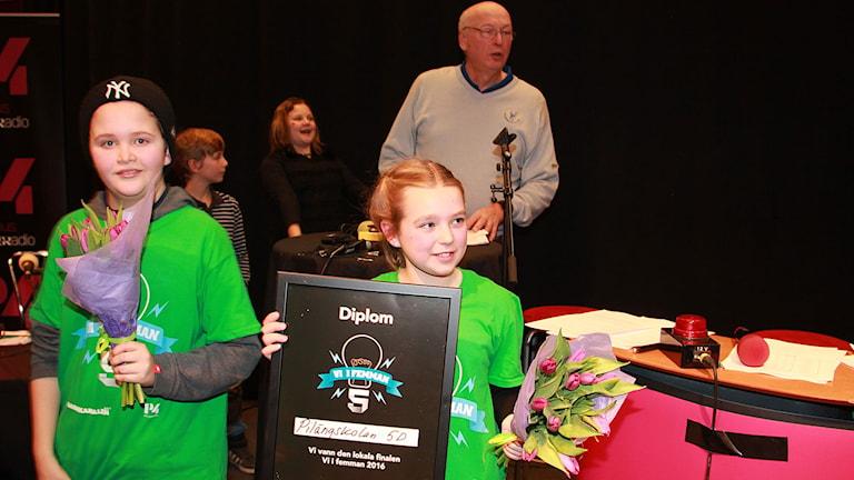 Hugo Karlén och Emma Kendrin, Pilängskolan 5D Lomma gick till TV-kvalet på torsdag. Foto: Lars Ekman/Sveriges Radio