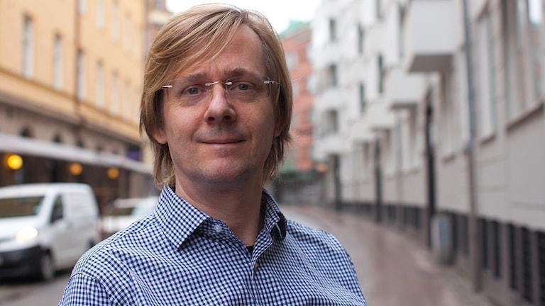 Johan Bejerholm, musikproducent från Lomma som varit med och skrivit bidrag till Melodifestivalen, senast 2015 då han stod bakom Hasse Anderssons 'Guld och gröna skogar'. Foto: Karin Olsson-Bendix/Sveriges Radio
