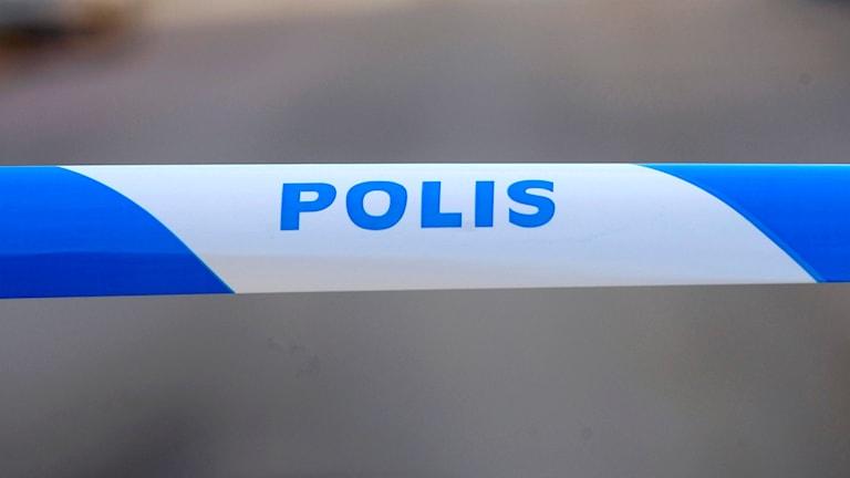 Polisavspärrning vid brottsplats.