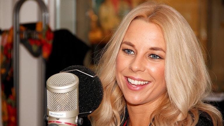 Krista Siegfrids, finlandssvensk artist som är med i Melodifestivalens deltävling i Malmö 2016. Foto: Hans Zillén/Sveriges Radio