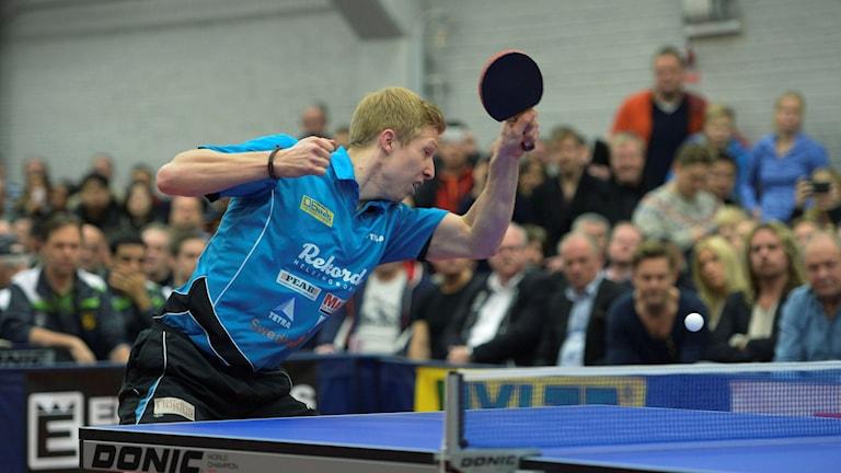 Rekords Simon Arvidsson fick ge sig mot J-O Waldner i legendarens näst sista match under karriären. Foto: Maja Suslin/TT