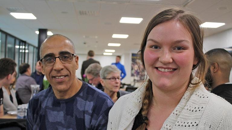 Abdelilah Cammah från Simrishamns friidrottsförening och Lova Bergström, Österlens Ridklubb, var i Ystad på möte om idrott och integration. Foto: Malin Thelin/Sveriges Radio.