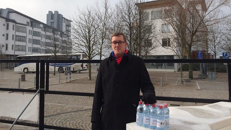 """Olof Friman, en av supportrarna som tagit initiativet till """"Mjölkkossan""""."""