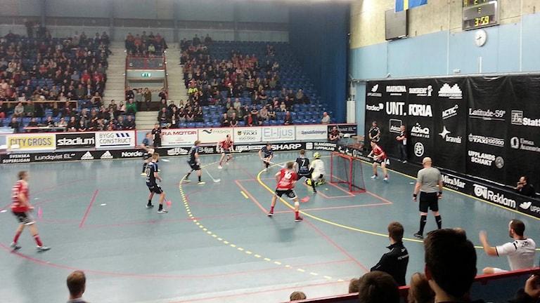 FC Helsingborg försvarar sitt mål i första kvartsfinalen borta mot Storvreta. Foto: Perra Johansson/Sveriges Radio.