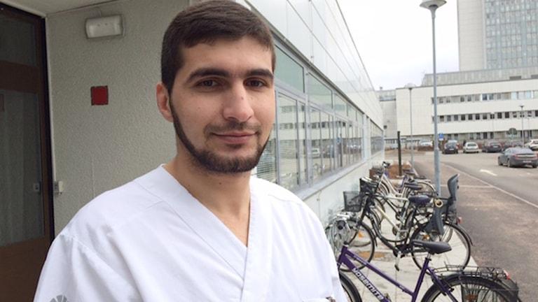 Alaa Alrawashda, utbildade sig till läkare i Sudan och gjorde sin AT-tjänst i Syrien. Foto: Malin Thelin/Sveriges Radio