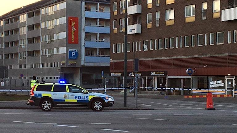Sprängning utanför butik vid Värnhem i Malmö. Foto: Stefan Matsson.