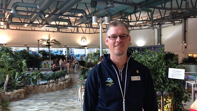 Stefan Sjöström är driftansvarig på Högevallsbadet. Foto: Kajsa Nordmark/Sveriges Radio