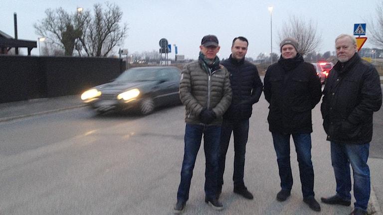 Bengt Lindelöw, Kristian Narancic, Martin Lundell och Arne Paulsson är trötta på kaoset längs Annetorpsvägen i Malmö. Foto: Frida Tranvik/Sveriges Radio