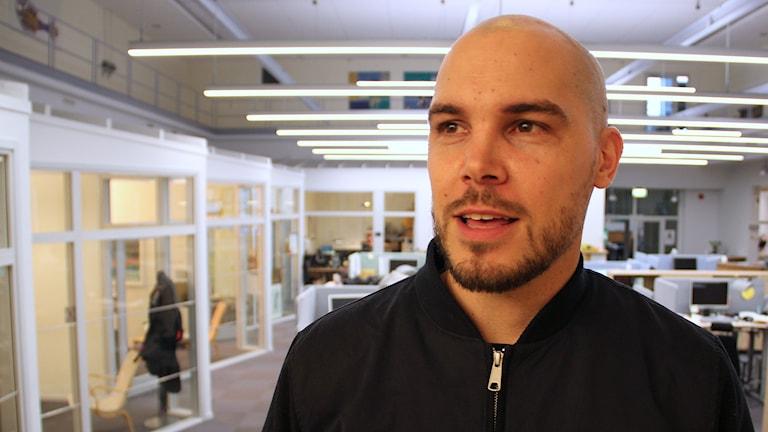 Nicholas Lunabba, prisad ledare för sitt arbete med unga och idrott i Hela Malmö och Malbas. Foto: Johanna Hellström/Sveriges Radio.