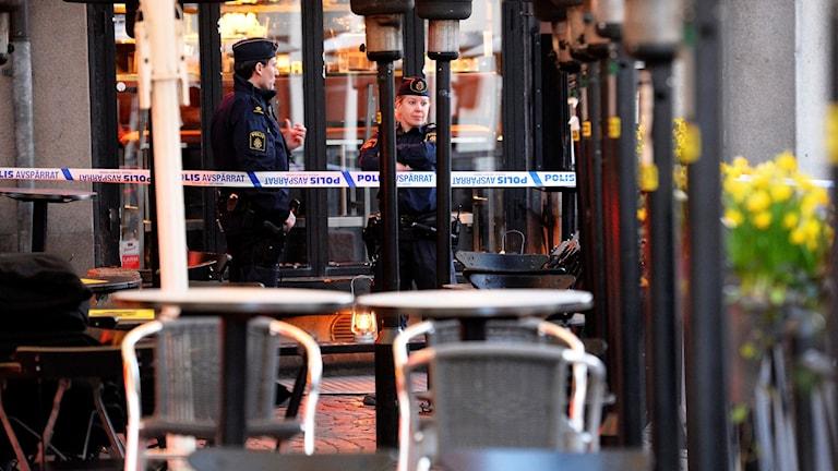 Poliser utanför krog i Malmö