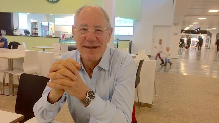 Willy Hansson fick en infarkt under Malmöfestivalen 2014 och har genomgått två operationer. Han är tacksam över den hjälp han har fått vid Skånes universitetssjukhus. Foto: Petra Haupt/Sveriges Radio