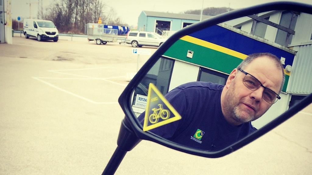 Pelle Randau i Bjuv är instruktör i Sveriges motorcyklister där han utbildar andra i trafiksäkerhet.