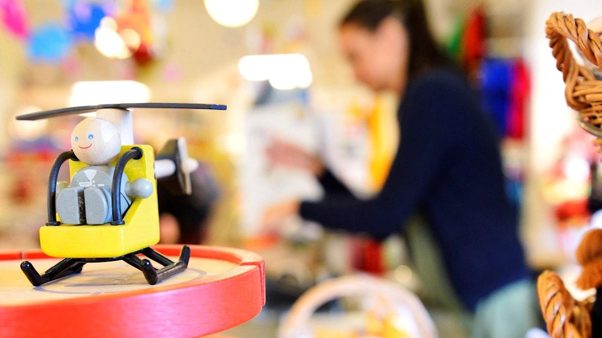 Leksak i förgrunden övrig bild suddig.