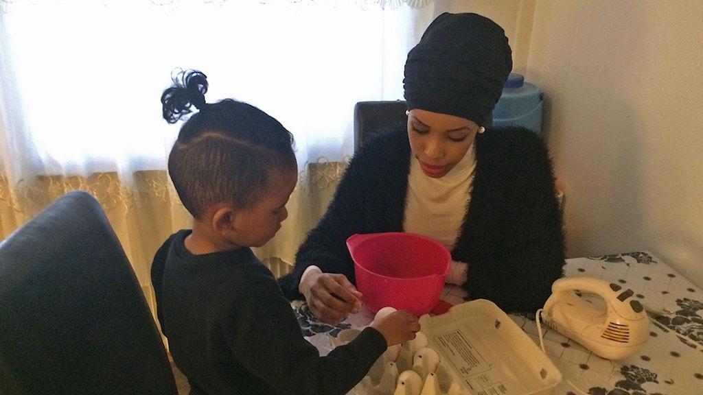 Amal och hennes son Latif ska båda tävla imorgon.