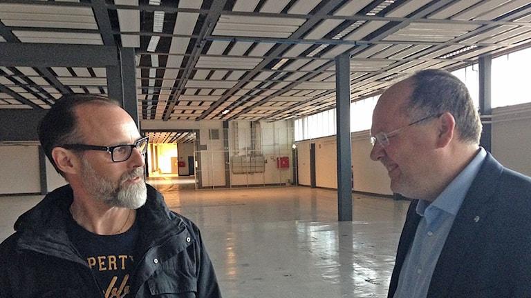 Jimmie Rönndahl, verksamhetschef för individ- och familjeförvaltningen, och Torkild Strandberg (L), kommunstyrelsens ordförande i Landskrona.