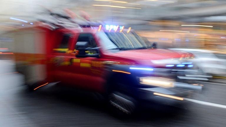 Räddningstjänst under utryckning med en mindre bil. Foto: Bertil Enevåg Ericsson/TT