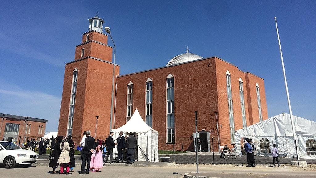 Hög säkerhet kring moskén