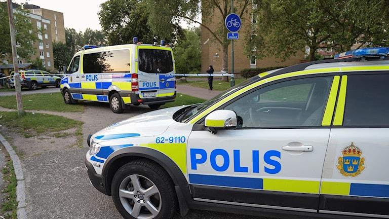 Polis på plats efter skottlossningen på Von Rosens väg i Rosengård. Foto: Johan Nilsson/TT.
