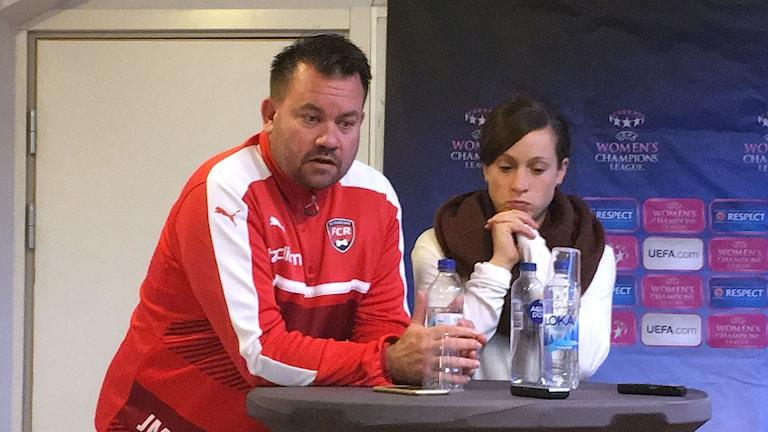 Tränaren Jack Majgaard-Jensen och backen Ella Masar McLeod