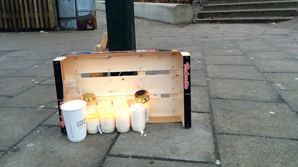 Ljus till minne av dödade 16-åringen på Rosengård i Malmö