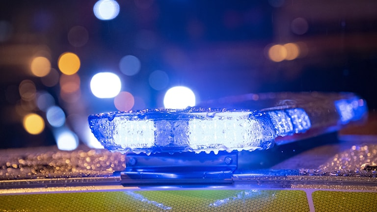 Flera polispatruller spanade efter gärningspersonerna. Ingen är gripen för händelsen.