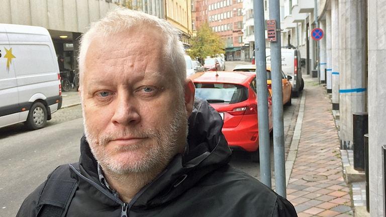 52-årige Magnus Knutsson från Södra Sandby har prostatacancer och väntar på en operation. Foto: Petra Haupt/Sveriges Radio