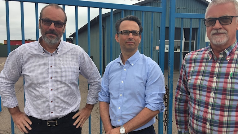 Per-Anders Hjort, Fredrik Trydegprd och Ulf Löfgren väntar på att trycka på startknappen för produktionen efter giftskandalen. Som de säger inte ska upprepas. Foto: Anna Hanspers/Sveriges radio