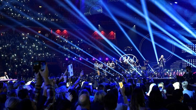 Chris Kläfford sjunger sin version av vinnarlåten Treading water under finalen i TV4:s program Idol 2017 i Globen.