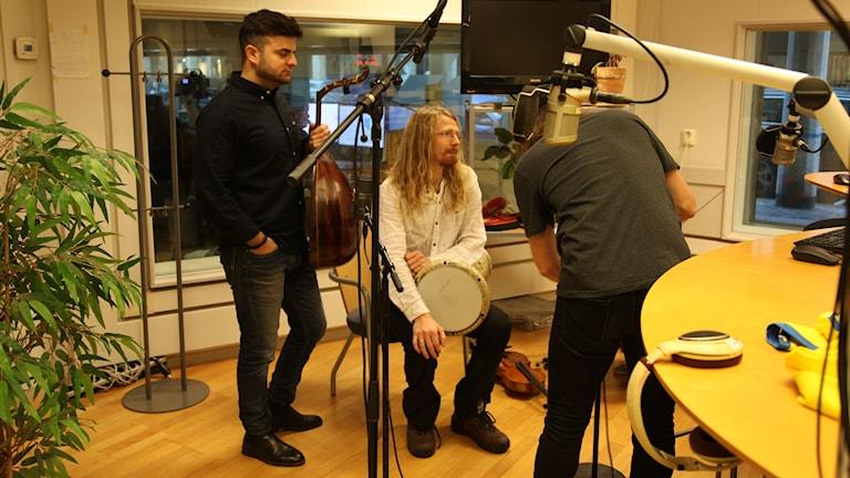 Ali Sabah med musiker