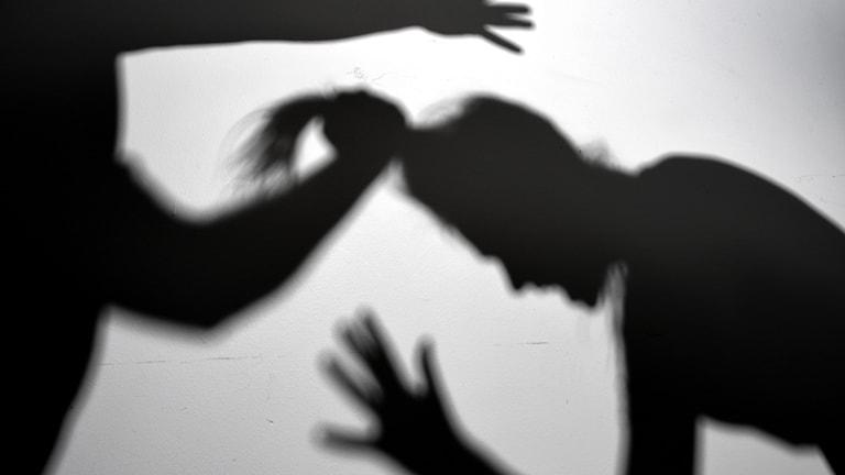 skugga av misshandel av kvinna