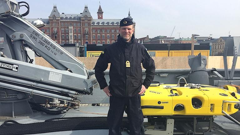 Divisionschefen Martin Göth ombord på minröjningsfartyget HMS Vinga.