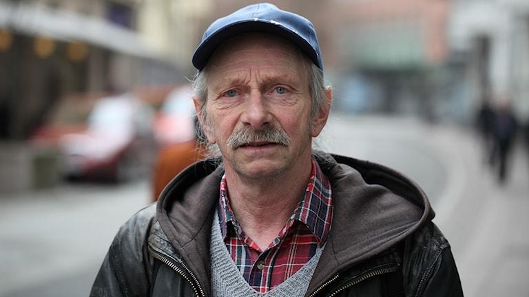 Åke Nilsson är en av sex Faktumsäljare som får möjlighet att ställa frågor till justitieminister Morgan Johansson