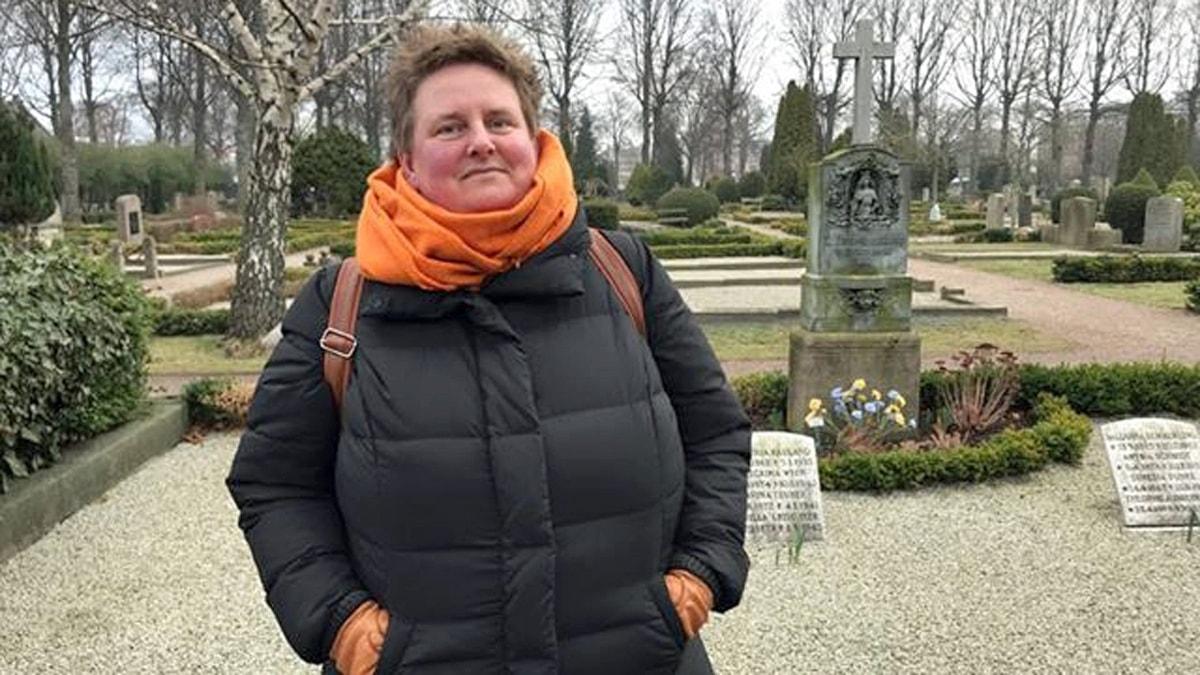 Jeanette Rosengren har varit med och skrivit bok om Malmös begravningsplatser. Foto: Hanna Palm/Sveriges Radio.
