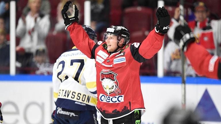 Axel Wemmenborn jublar efter 3-1-målet mot HV71.