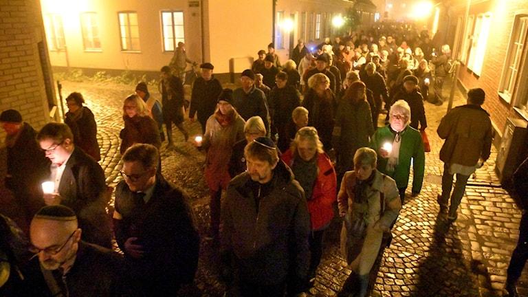 Många samlades till kippavandringen i Lund. Foto: Johan Nilsson/TT.