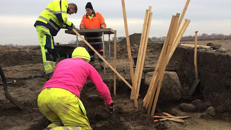 Arkeologerna Bengt Söderberg, Anna Lagergren och Tyra Ericson