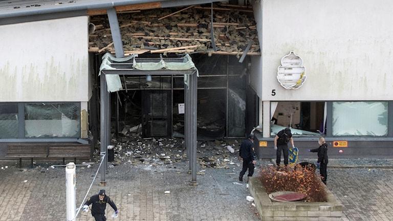 Polishuset i Helsingborg efter explosionen som förstörde entrén. Foto: Johan Nilsson/TT.