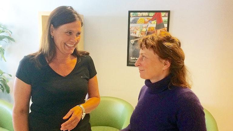 Enhetschef Elna Jellvi och överläkare Olga Karvanen på psykiatriska öppenvårdsmottagningen i Ystad. Foto: Petra Haupt/Sveriges Radio.