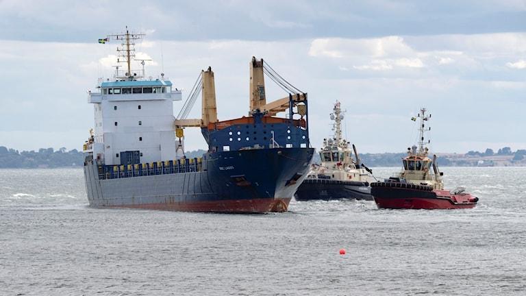 Vid 15.30-tiden på söndagen drog två bogserbåtar loss BBC Lagos från stranden vid Råå vallar söder om Helsingborg. Fartyget rände på grund sent på fredagskvällen. Fartygets kapten hade enligt polisen över två promille.