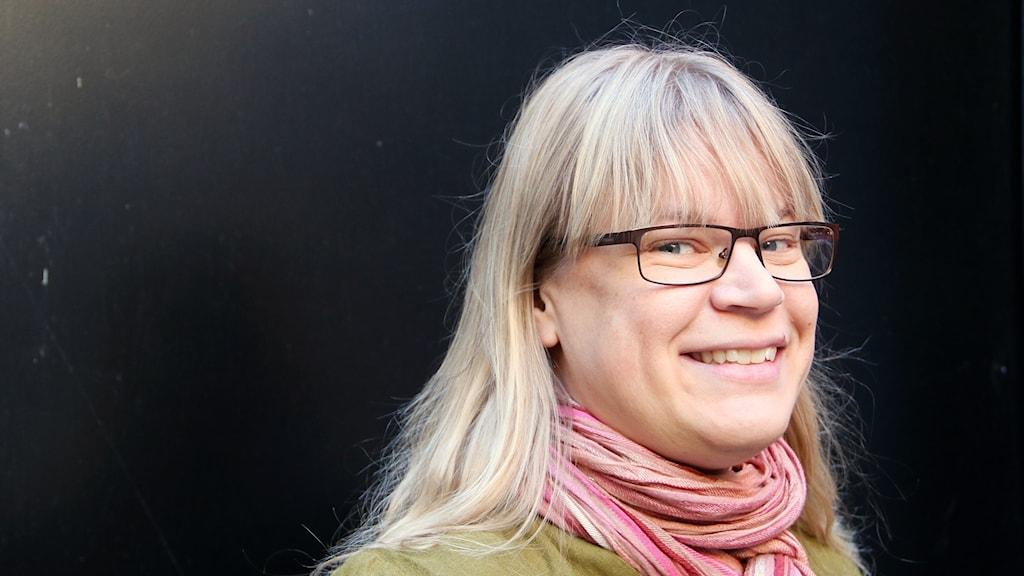 Helena Frank, journalist, krönikör och kåsör som nu är bokaktuell. Foto: Hans Zillén/Sveriges Radio.