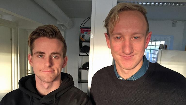 Mittfältaren Rasmus Alm och klubbchef Max Lundmark njuter av lördagens seger ännu och ser fram emot spel i herrfotbollens näst högsta serie Superettan nästa säsong.